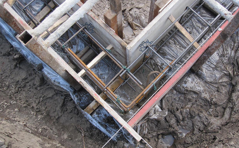 Klassische Fundamentarbeiten: Schalung für das Fundament