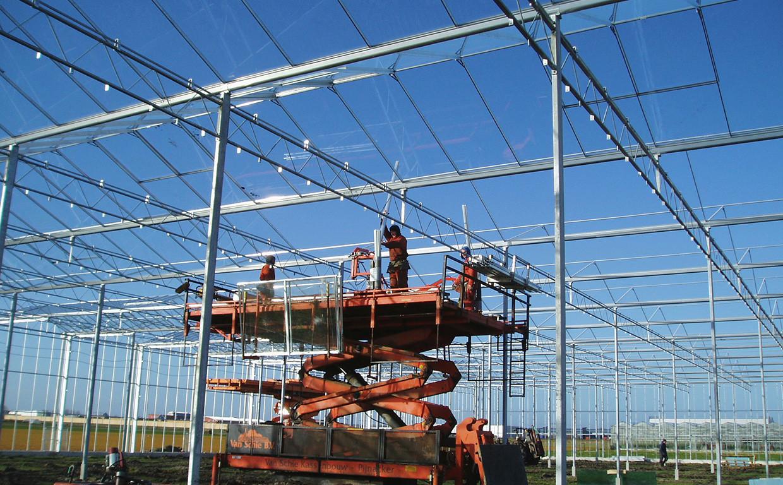 Aufbau eines Venlo-Gewächshauses mit Raupenplattform